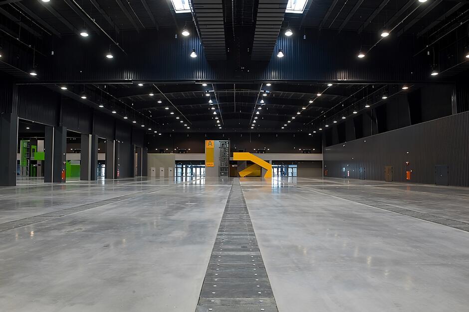 Jedna z trzech hal targowych Amber Expo