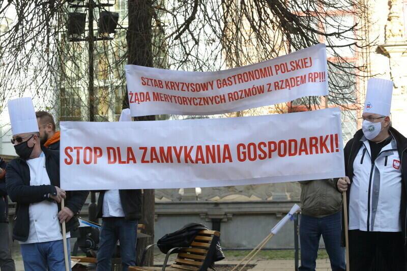 Gastroprotest Czarna Polewka dla rządu RP - w Gdańsku pod Fontanną Neptuna, 3 listopada 2020