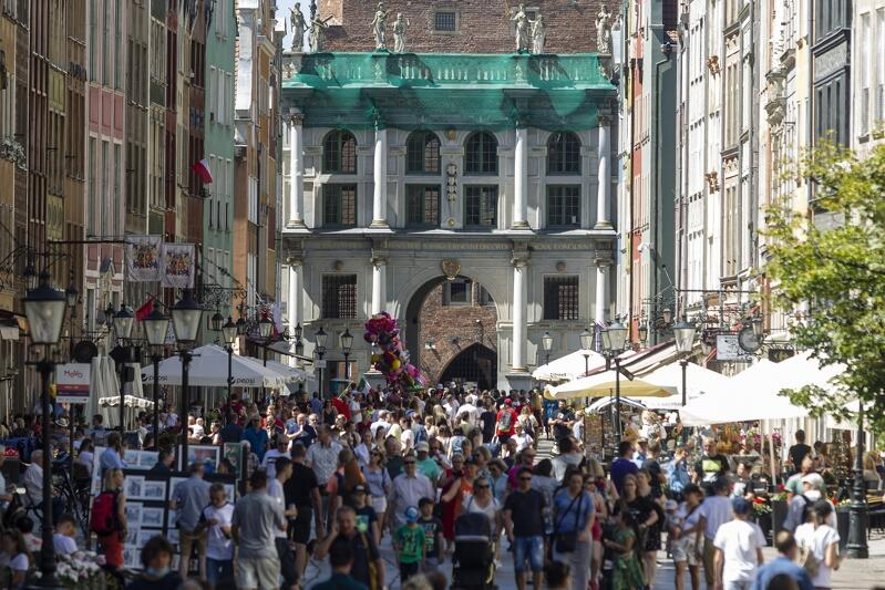 Gdańsk to miasto coraz bardziej popularne wśród turystów. Nz. `pandemiczne lato` 2020