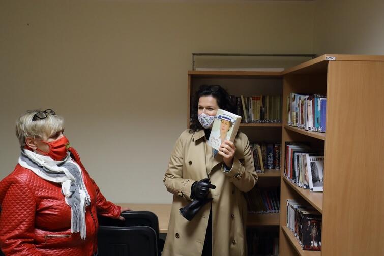 W ramach społecznej zbiórki zebrano ponad tysiąc książek, które znajdą się w zasobach dzielnicowej biblioteki w Letnicy