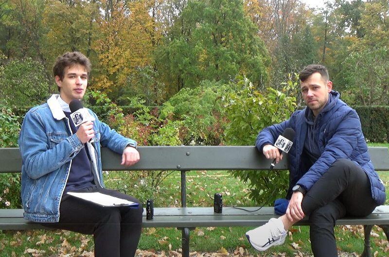 Piotr Sierzputowski (po prawej) w rozmowie z reporterem Radia MORS
