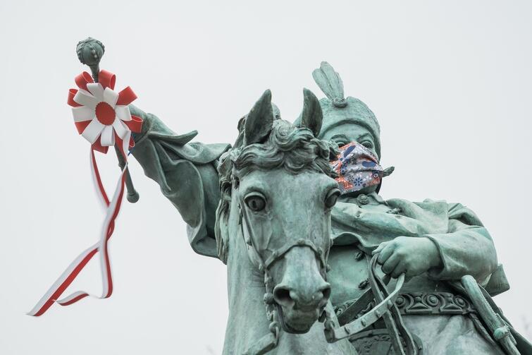 W tym roku nie będzie tradycyjnej Parady Niepodległości, warto jednak udać się na spacer w okolice pomnika króla Jana III Sobieskiego