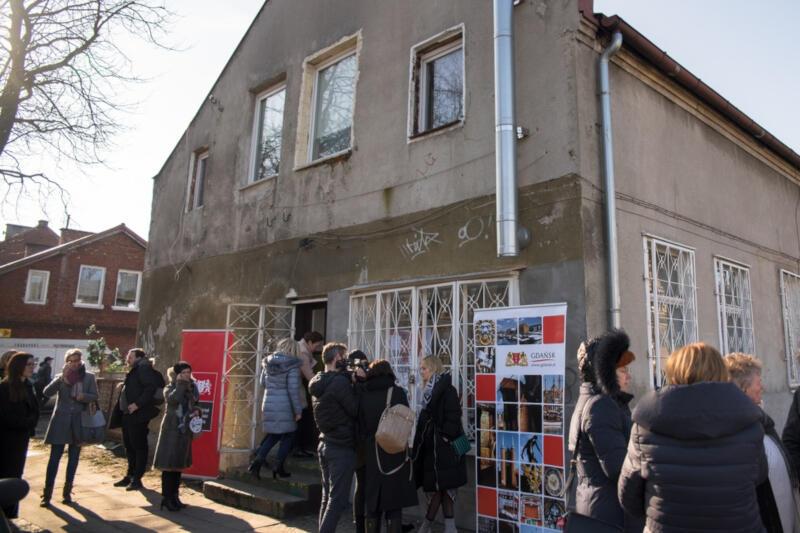 Ideą programu jest z jednej strony zapewnienie miejsca do pracy twórczej artystom, z drugiej - stworzenie miejsc kulturotwórczych w dzielnicach Gdańska, otwartych dla mieszkańców