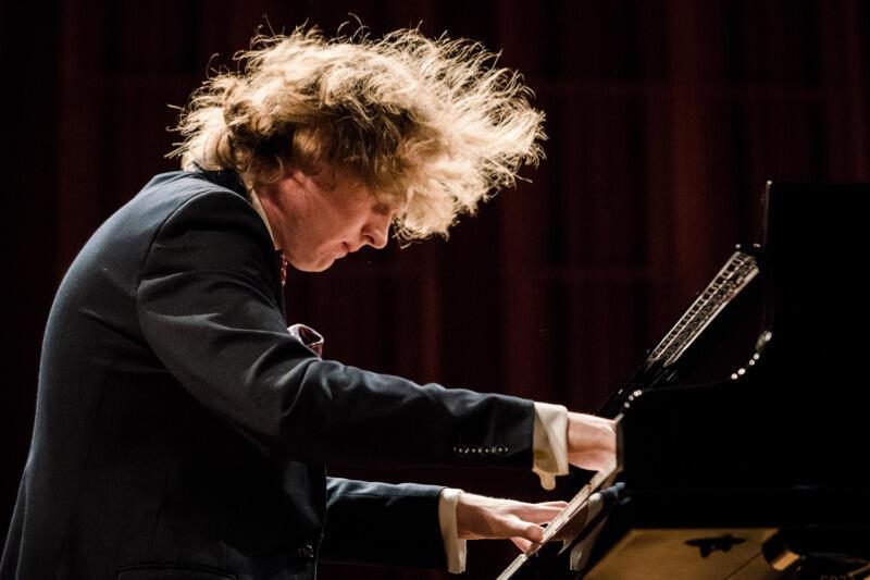 Piotr Pawlak, młody pianista z Gdańska, laureat II nagrody na Konkursie Muzyki Polskiej w Rzeszowie, przedstawi arcydzieło Beethovena