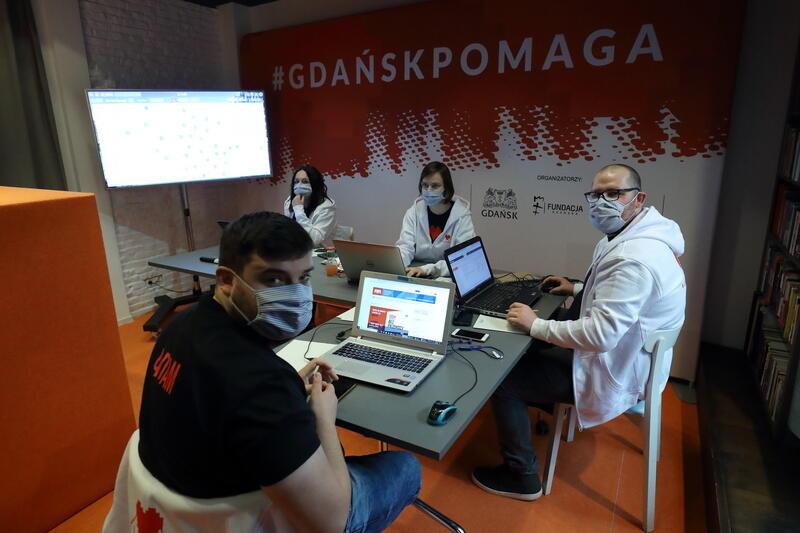 Sztab wolontariuszy w Cafe Oficyna