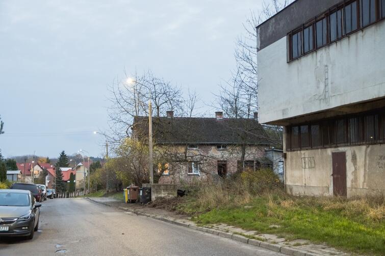 W trakcie spaceru rozmawiano m.in. o stanie budynku znajdującym się przy ul. Leśna Góra 72