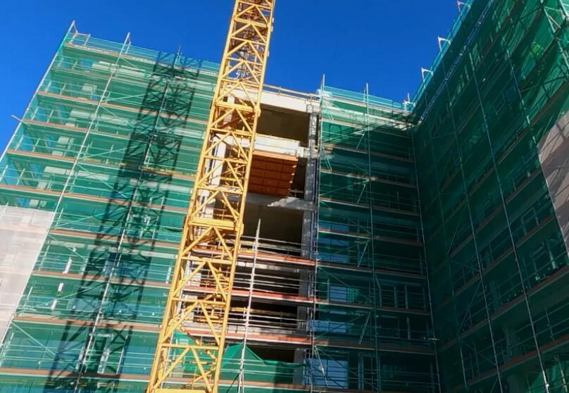Betonowa konstrukcja budynku, rusztowania