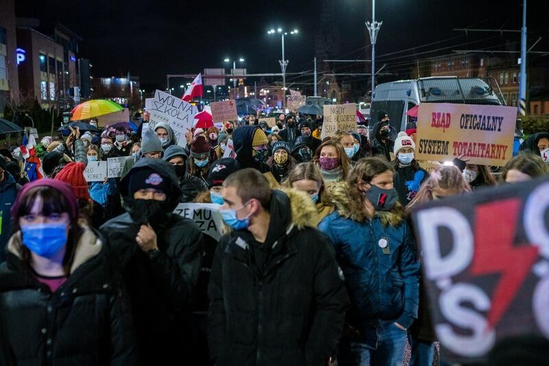 Kilkaset osób maszerowało na Plac Solidarności