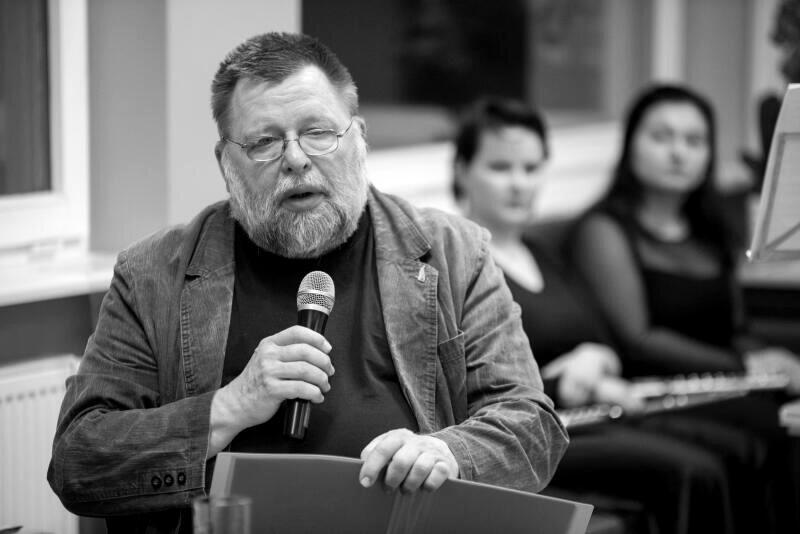 Piotr Szczepański (1954-2020) - poeta, jeden z pomysłodawców Gdańskiego Klubu Poetów, plastyk i ceniony animator kultury. Zmarł w poniedziałek, 23 listopada