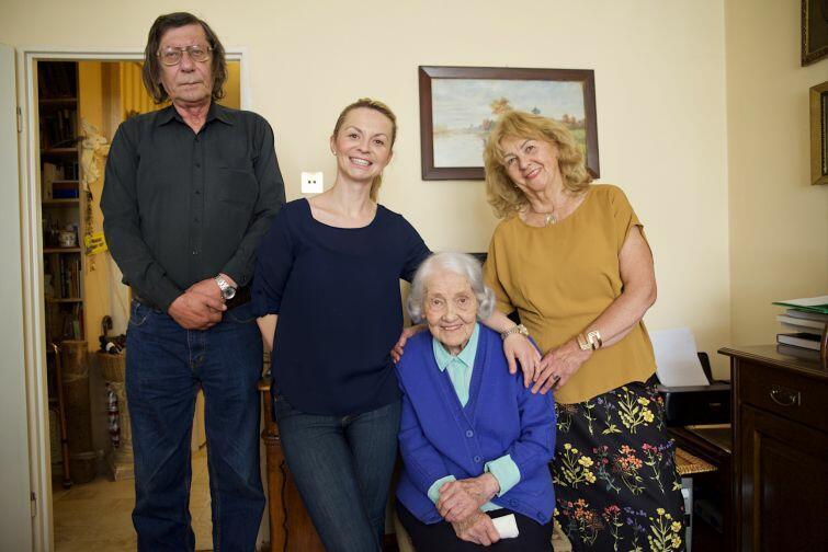 Od lewej: Ludwik Matusiewicz (zięć), Maria Matusiewicz (wnuczka), Kalina Łukaszewicz i Alicja Matusiewicz (córka)