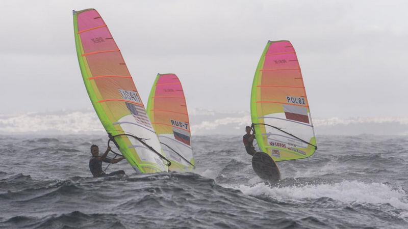 Piotr Myszka na portugalskich wodach (pierwszy z prawej)
