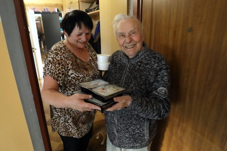 Nz. 92-letni Pan Ireneusz i jego opiekunka - pani Maria
