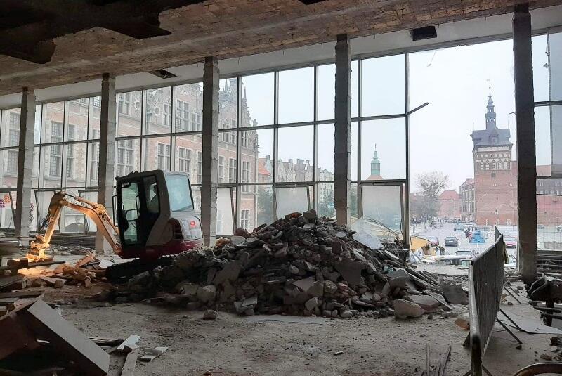 W wyniku prac przebudowana zostanie m.in. charakterystyczna frontowa szklana fasada
