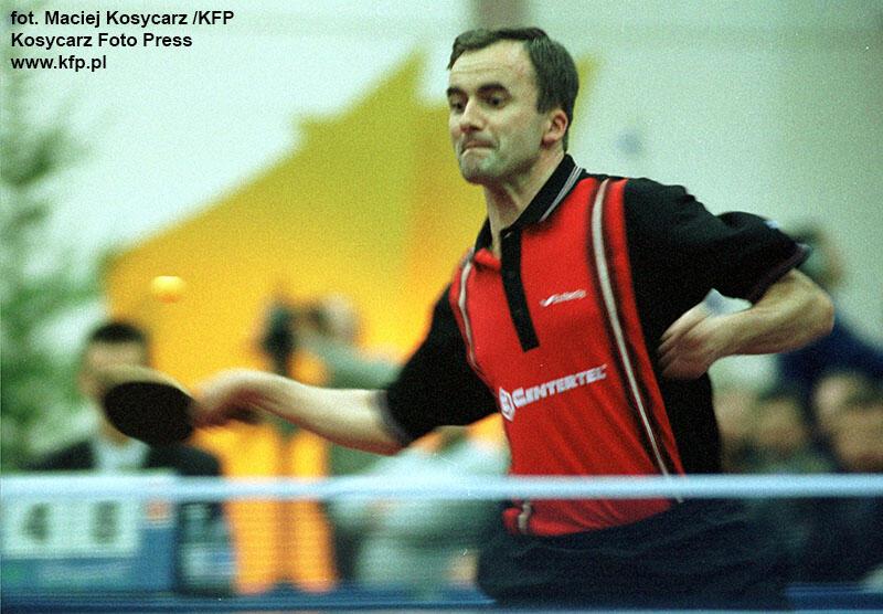 Grudzień 1998 r. Nz. Andrzej Grubba w czasie meczu rozegranego podczas swojego benefisu