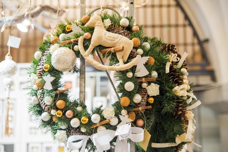 Świąteczne ozdoby, prezenty pod choinkę czy smakołyki - nie będą w tym roku dostępne na Targu Węglowym. Tegoroczny jarmark, przez wzgląd na pandemię, został przeniesiony do internetu