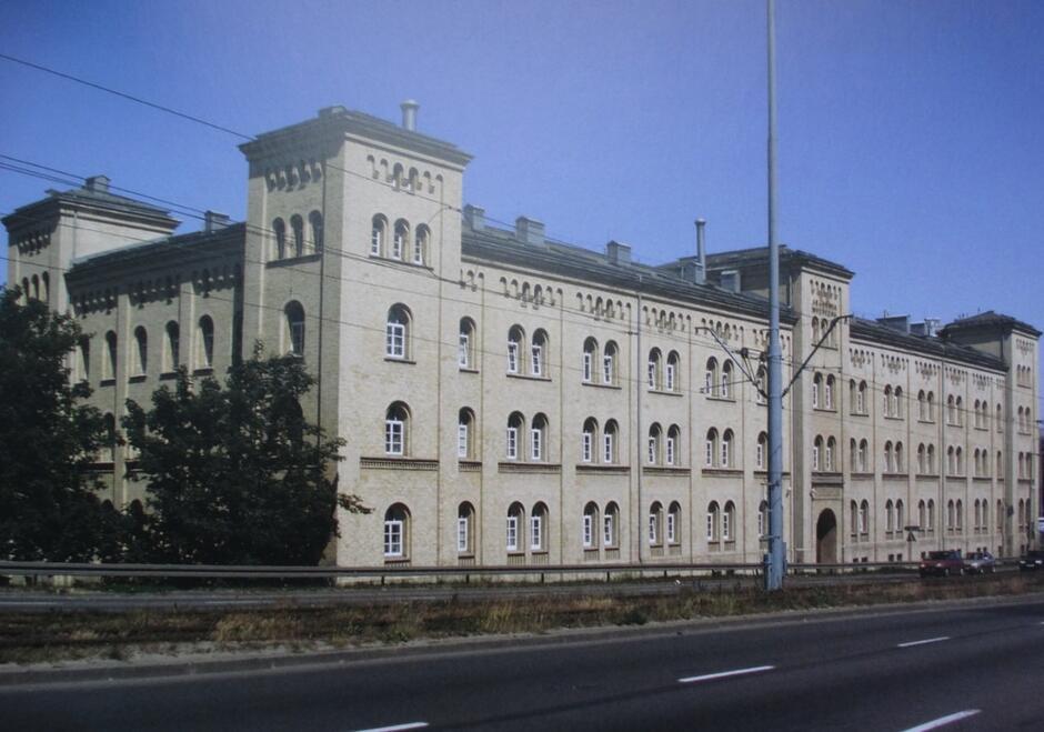 Dzisiaj w pokoszarowym budynku ma swą siedzibę Akademia Muzyczna