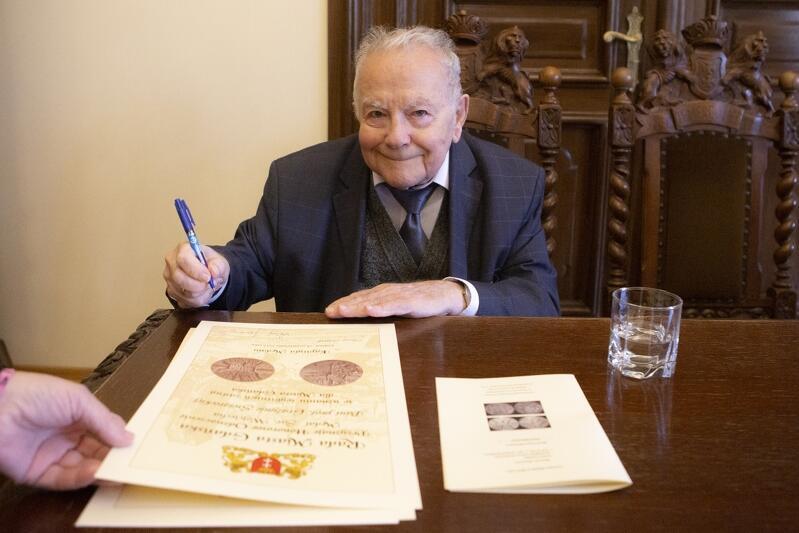 Prof. Andrzej Januszajtis - ciekawie i przystępnie opowiada o gdańskiej lokalnej historii