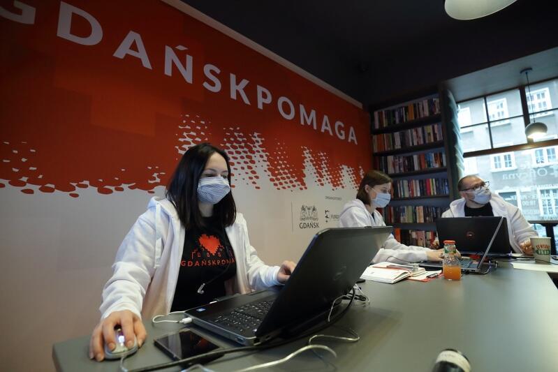 Ubrania oraz artykuły i chemiczne można dostarczać do Centrum Gdańsk Pomaga - ul. Chlebnicka 24/25, od poniedziałku do piątku w godz. 10-18 oraz w weekendy, w godz. 10-14.