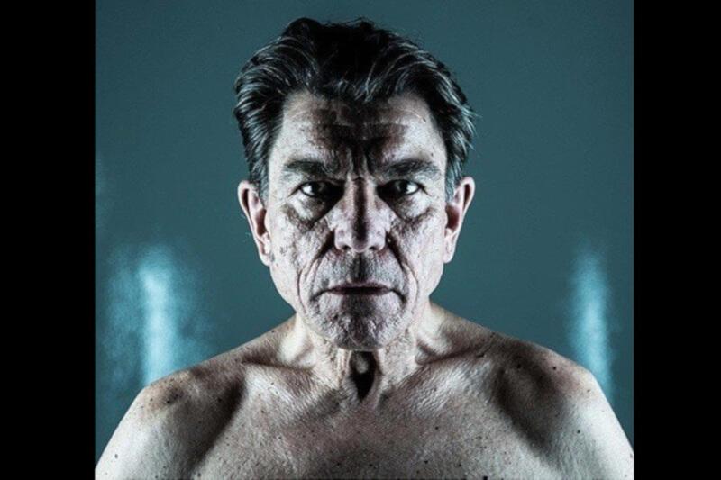 """Mirosław Zbrojewicz wcielił się w tytułową rolę w spektaklu """"Król Lear"""" w reżyserii Anny Augustynowicz"""