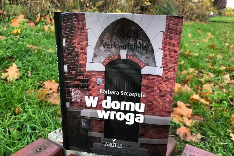 Okładka nowego zbioru reportaży Barbary Szczepuły. Książka ukazała się dzięki staraniom sopockiego wydawnictwa Arche