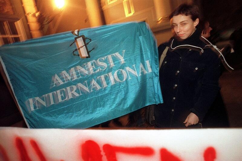 Manifestacja Amnesty International na Długim Targu - Monika Chabior 9 grudnia 1999 r.