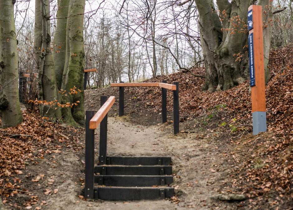Do nowego punktu widokowego w Św. Wojciechu wybudowano schody z poręczami