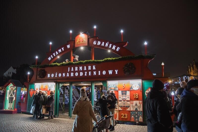 Brama Bożonarodzeniowa na Targu Węglowym, z lewej strony straż pełni jeden z naszych bohaterów - dziadek muszkieter Regimentu Miasta Gdańska