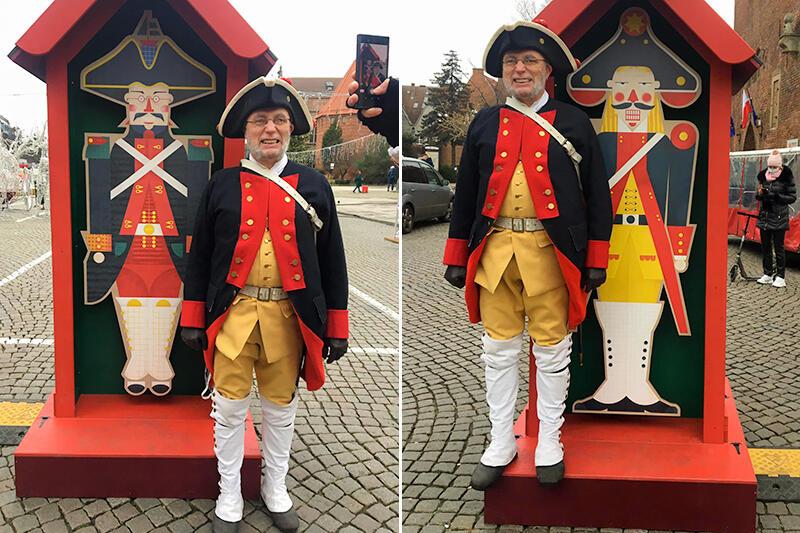 Od lewej: kanonier Twierdzy Wisłoujście oraz kanonier Artylerii Garnizonu Miasta Gdańska - dwa `wcielenia` pana Darka z Garnizonu Gdańsk