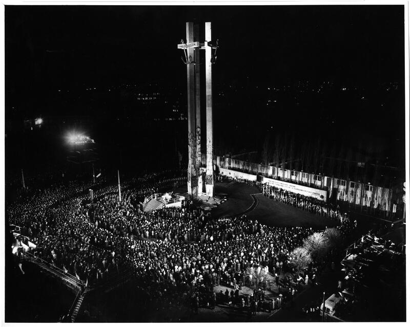 Uroczystość odsłonięcia pomnika Poległych Stoczniowców 1970 w Gdańsku, 16 grudnia 1980 roku