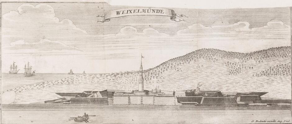 Twierdza Wisłoujście; na pierwszym planie rzeka za nią twierdza z bastionami, fosami i wieżą, po prawej, zalesione wzgórza, po lewej brzeg morski i morze; w tej okolicy toczyła się bitwa; rycina Gabriela Bodenehra