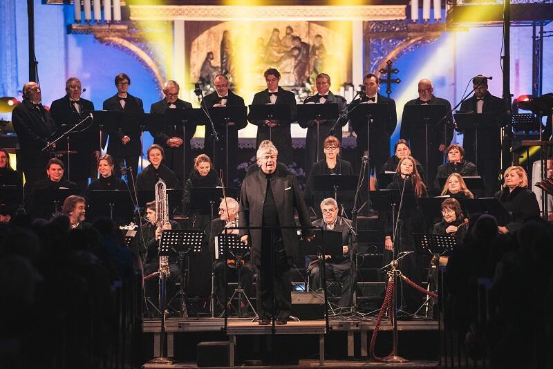 Tradycja wydarzenia sięga 2009 roku, w którym zespół z towarzyszeniem orkiestry i solistów wykonał słynne Magnificat Jana Sebastiana Bacha