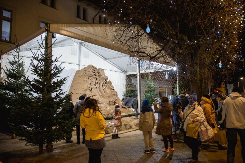 W piątek, 18 grudnia, przed Oliwskim Ratuszem Kultury odsłonięta została Szopka z Piasku. To kultywowana już od 10 lat gdańska tradycja