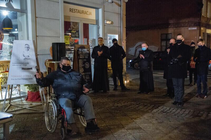 Odsłonięcie szopki połączono z Wigilią Oliwską - corocznym spotkaniem z duchownymi kościołów i związków wyznaniowych w Gdańsku. W tym roku wydarzenie musiało być skromne