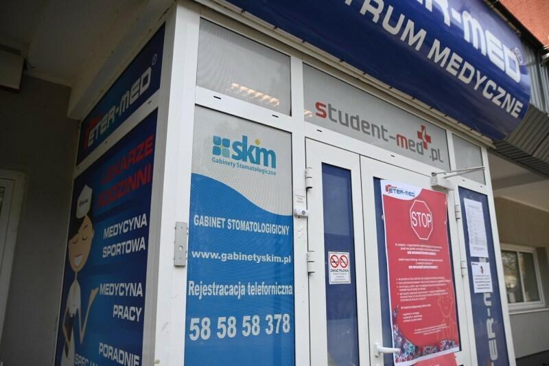 Gabinet stomatologiczny SKIM przy ulicy Kazimierza Górskiego 1 pracuje w trybie pogotowia stomatologicznego, to oznacza że nie jest wymagana wcześniejsza rejestracja