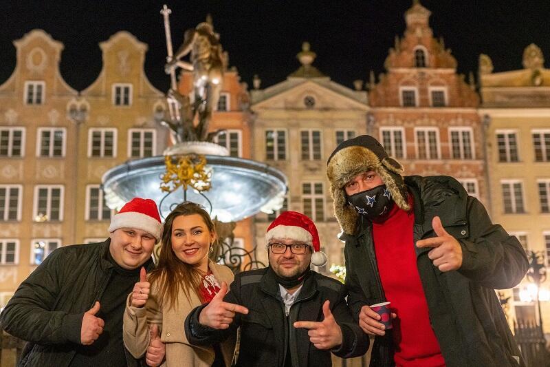 Od lewej: pan Tomasz, pani Marta, panowie Wojciech i Rafał - inicjatorzy `Pomagam, nie ziewam`