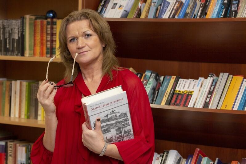 Marzena Kolmer, przewodnicząca Zarządu Dzielnicy Letnica, zaangażowała się w stworzenie społecznej biblioteki