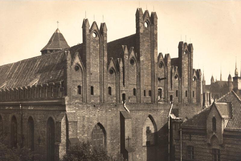 To zdjęcie archiwalne posłużyło do odrestaurowania elewacji zachodniej kościoła św. Mikołaja w Gdańsku