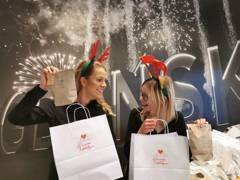 Świąteczne paczki dla dzieci, pakunki z żywnością i środkami czystości - to część grudniowego wsparcia, które w ramach akcji Gdańsk Pomaga trafiło do mieszkańców i mieszkanek naszego miasta