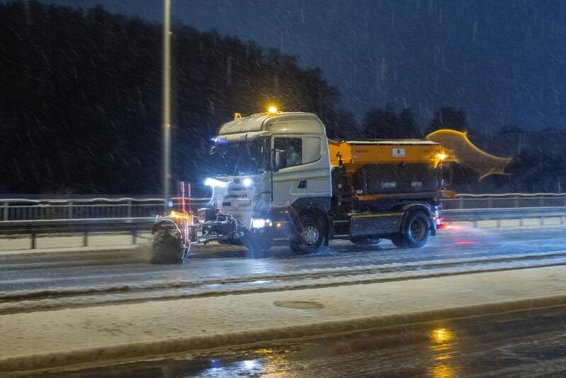 Zima w Gdańsku. Tak we wtorek wieczorem, 5 stycznia 2021 r., wyglądała aleja Żołnierzy Wyklętych na Strzyży
