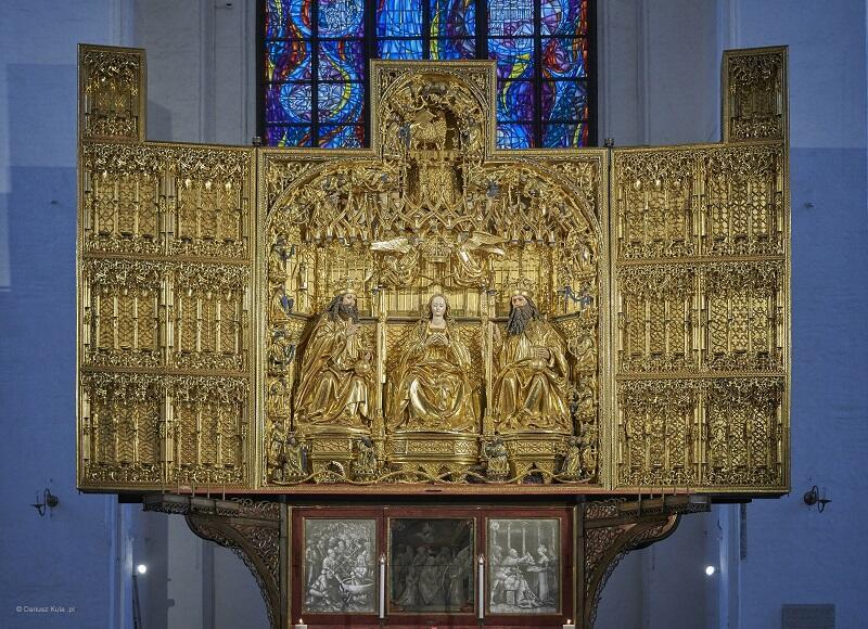 Ołtarz Główny Bazyliki Mariackiej po renowacji