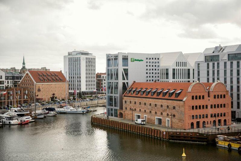Jakość życia w Gdańsku została poddana ocenie Komisji Europejskiej i... jest powód do dumy. Nz. widok na Motławę, marinę i Wyspę Spichrzów