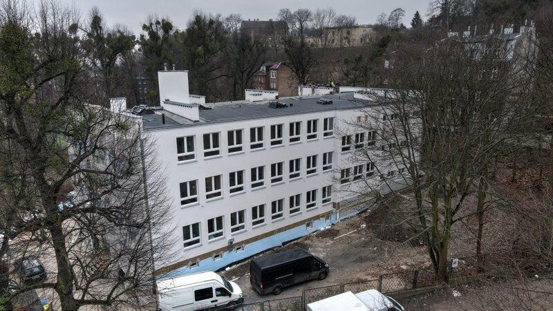Tak wygląda Szkoła Podstawowa nr 21 z nową elewacją