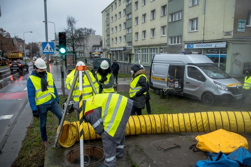 Ciepło i woda wróciły do części dzielnic w sobotę, ale prace przy pełnym usunięciu awarii trwały też w niedzielę