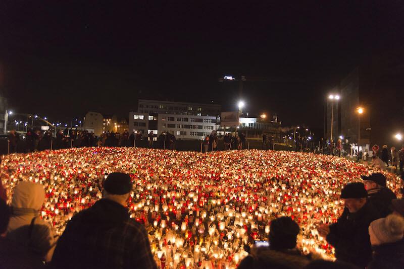 Przyłącz się do akcji wpłacając datek w wysokości min. 20 zł i symbolicznie zapal jeden z 36 tys. zniczy, które stworzą 14 stycznia na placu Solidarności w Gdańsku wielkie serce upamiętniające prezydenta Pawła Adamowicza w drugą rocznicę jego śmierci