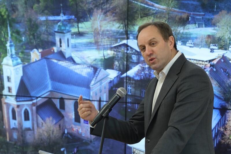 Marszałek Mieczysław Struk: - Zasady wspólnoty narodowej i poczucia solidarności powinny obejmować wszystkie polskie gminy