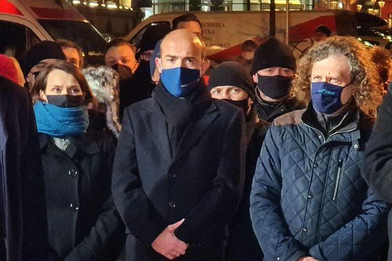 Uroczystości upamiętniające zamach na prezydenta Gdańska Pawła Adamowicza. Nz. (od lewej) Agnieszka Pomaska, posłanka KO, lider PO Borys Budka i Jacek Karnowski, prezydent Sopotu.