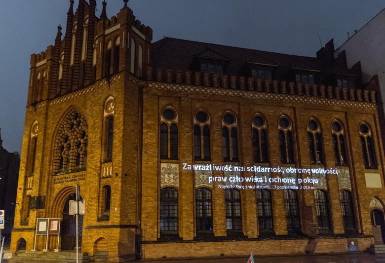 Historyczny budynek Biblioteki PAN przy ul. Wałowej.