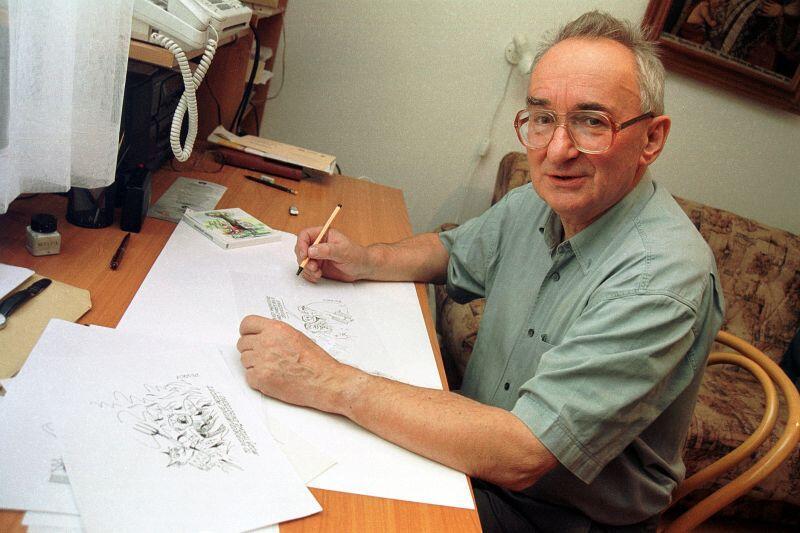 Zbigniew Jujka podczas pracy nad kolejnym rysunkiem - 2000 r.