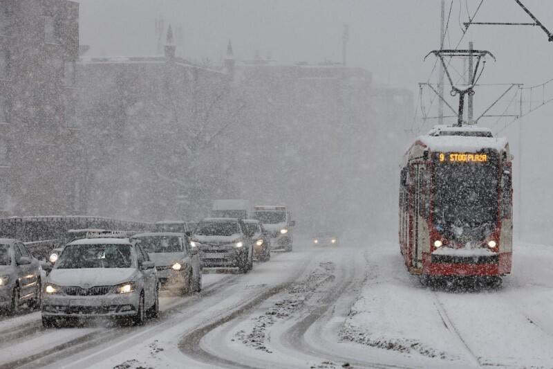 Mimo trudnych warunków nie ma większych problemów z funkcjonowaniem komunikacji miejskiej