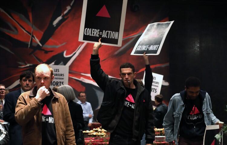 120 UDERZEŃ SERCA , reż. Robin Campillo. Paweł Biliński: - Jest w tym poruszającym filmie duma, jest też wściekłość. Grunt, że w słusznej sprawie